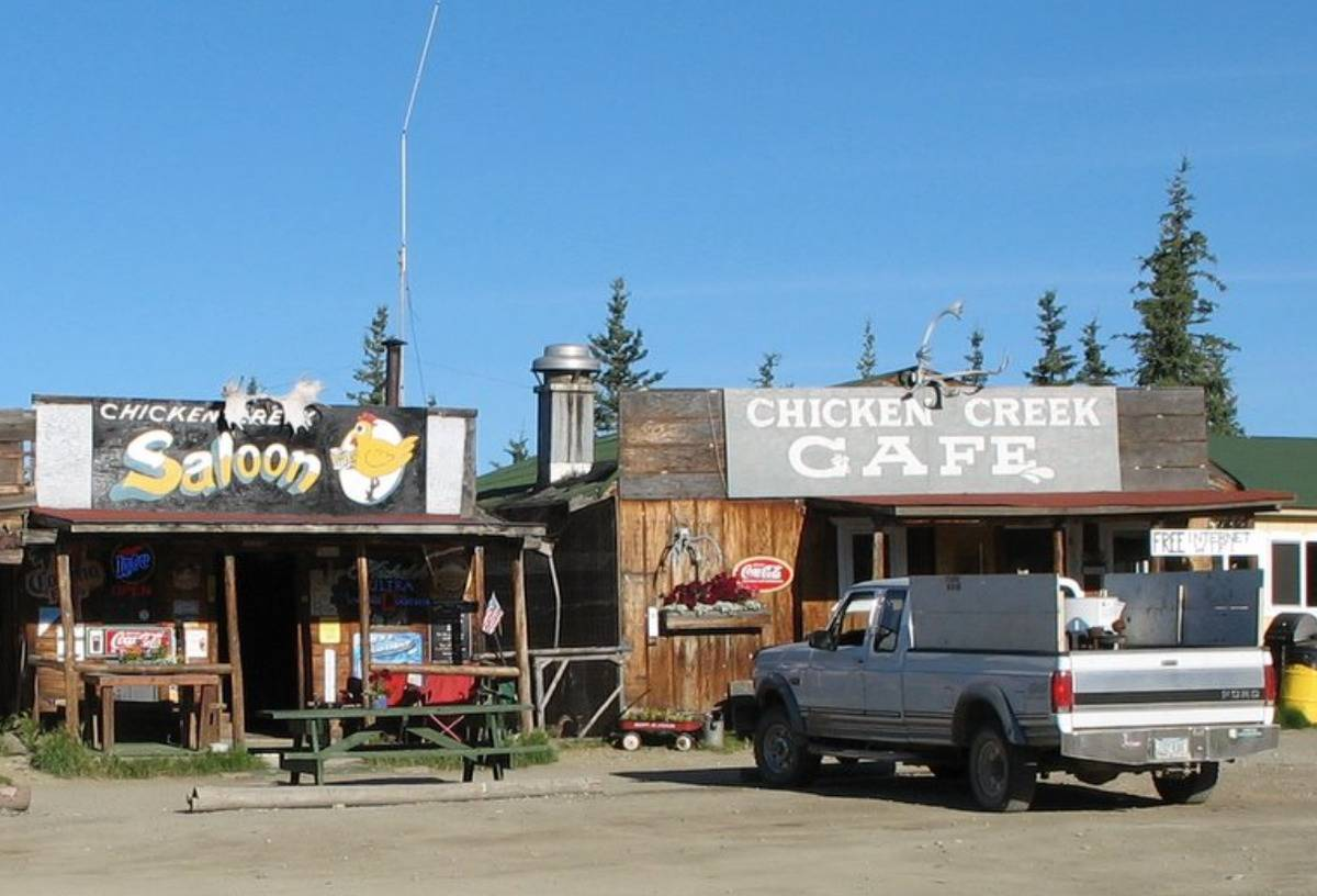 chicken creek cafe and saloon on roadside