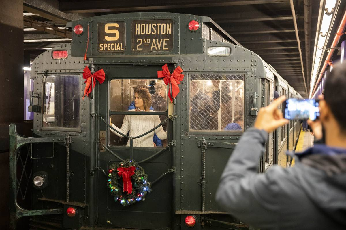 U.S.-NEW YORK-SUBWAY-HOLIDAY NOSTALGIA RIDE