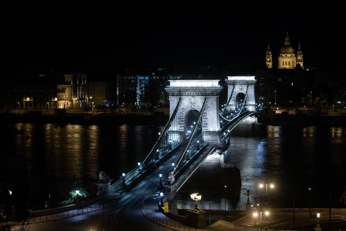 Szechenyi Chain Bridge Connects Buda And Pest