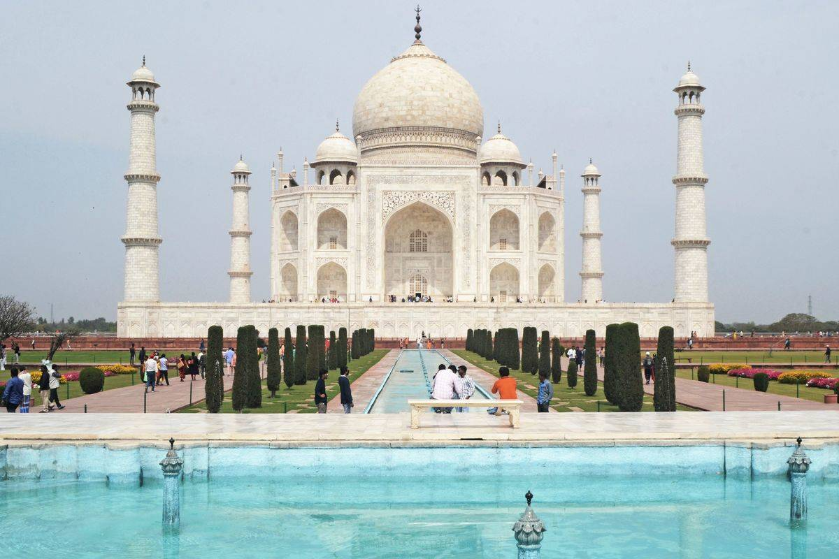 A low number of tourists visit the Taj Mahal in 2020.