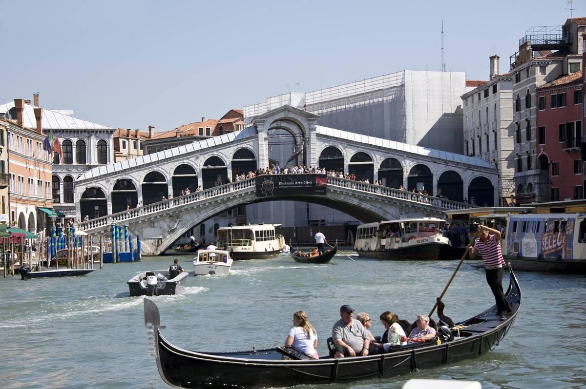 The Rialto Bridge Went From A Pontoon Bridge To Picturesque