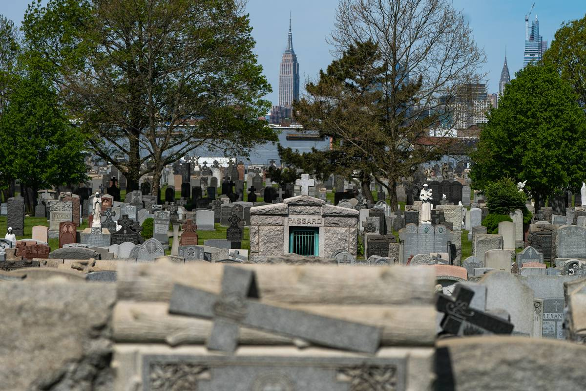 Cemetery In New York Temporarily Reopens During Coronavirus Pandemic To Allow Visitations For Mother's Day