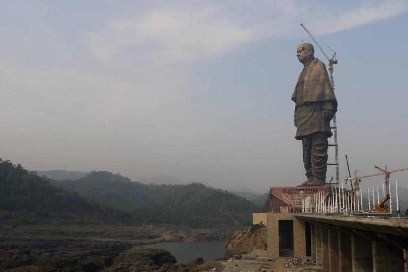 The Statue of Unity is erected with a crane.