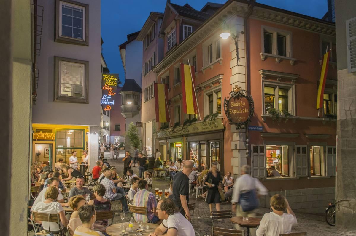 Switzerland, Zurich, Niederdorf, people, restaurants, outdoor