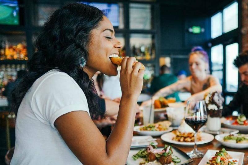 eating-restaurant-65118